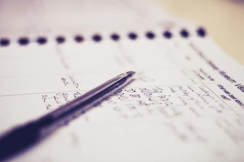 Bild zeigt einen Block und Stift