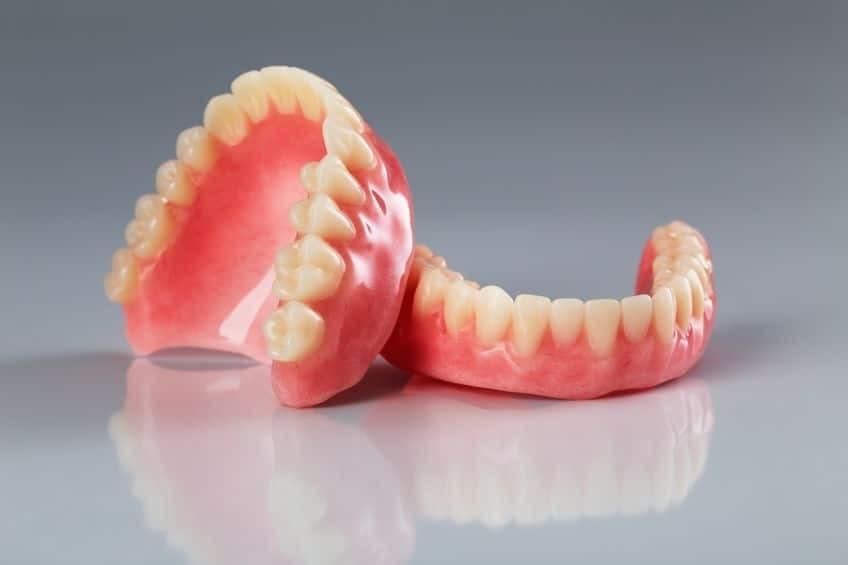 Bild zeigt eine Zahnprothese